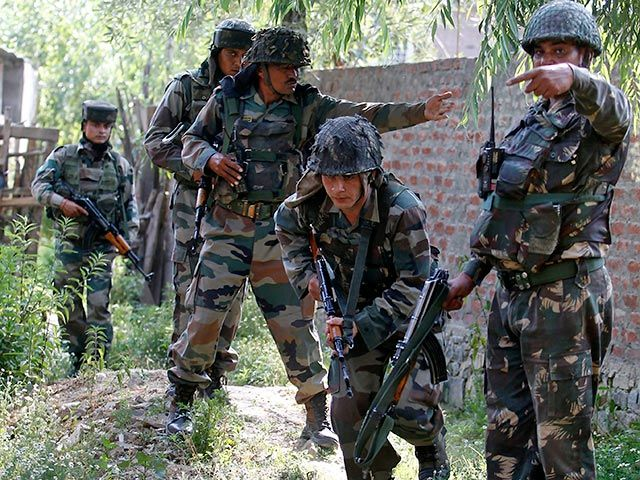"""Пакистанское командование утверждает, что индийские солдаты пересекли демаркационную линию между двумя странами и вторглись в """"пакистанские"""" районы"""