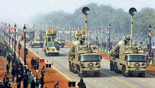 Вчера на репетиции праздничного парада в Дели были представлены ракетные установки
