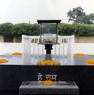 место кремации Ганди
