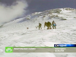 Группа альпинистов на Эльбрусе.