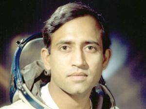 """Первый индийский """"гаганавт"""" Ракеш Шарма. Совершил полет на советском корабле """"Союз-Т11"""" с 3 по 11 апреля 1984 года"""