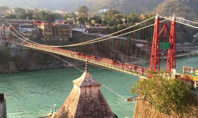 Мост Лакшман-джула в Ришикеше