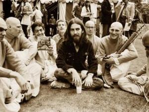 Джорж Харрисон с кришнаитами в Лондоне