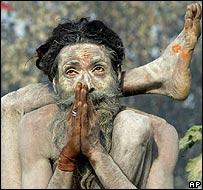 """Многие индийцы считают, что """"святые старцы"""" могут лечить и предсказывать будущее"""