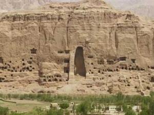 Панорама скального монастыря в Бамиане.