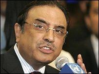 Позиция Асифа Али Зардари отличается от той, которой придерживались военные круги