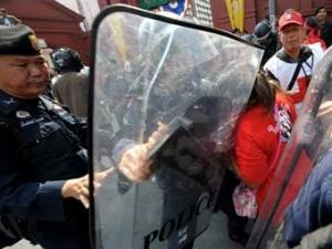 Стычка сторонников Таксина Чинавата с полицией