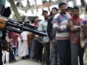 Очередь на избирательный участок в Бангладеш.