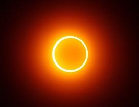 Полная фаза кольцеобразного солнечного затмения. Индонезия