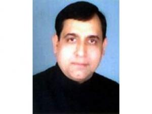 Равиндра Кумар.