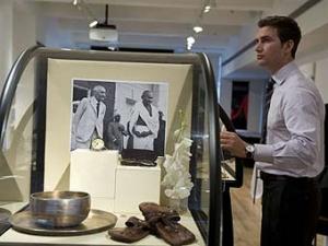 Выставленные на аукцион вещи Махатмы Ганди.