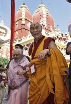 После молебна в храме Лакшми Нараян