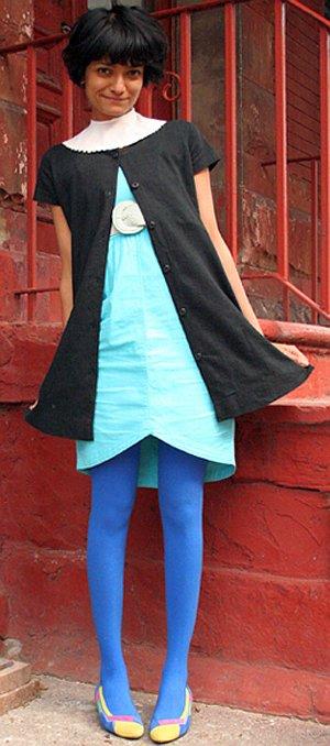 Конструкция платья позволяет надевать его как лицом, так и задом наперед.