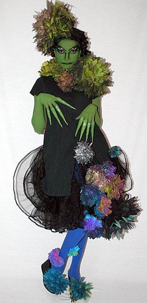 На Хэллоуин Шина сотворила костюм кикиморы все из того же единственного платья