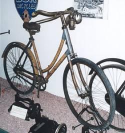 Индия: Велосипед - из бамбука