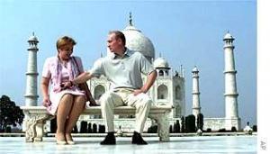 Владимир и Людмила Путины на фоне Тадж-Махала