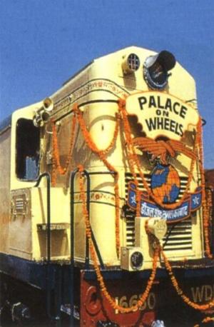 """Поезд """"Дворец на колесах"""" снаружи"""