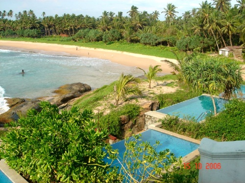 Saman Villas.  Вид на номера с бассейном